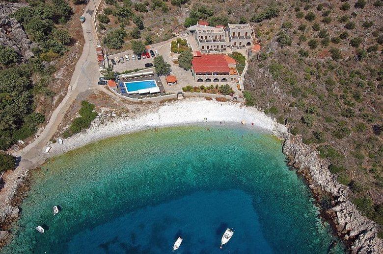 (Ελληνικά) LALOUDES BEACH HOTEL, Νύφι - Ανατολικής Μάνης, 5/7 διανυκτερεύσεις, από 365 ευρώ το άτομο, με ημιδιατροφή !